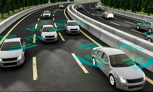 Animation einer Autobahn mit Fahrzeugen die ein Funksignal angedeutet haben.